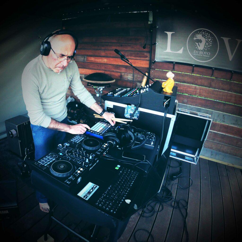 DJ Boto live